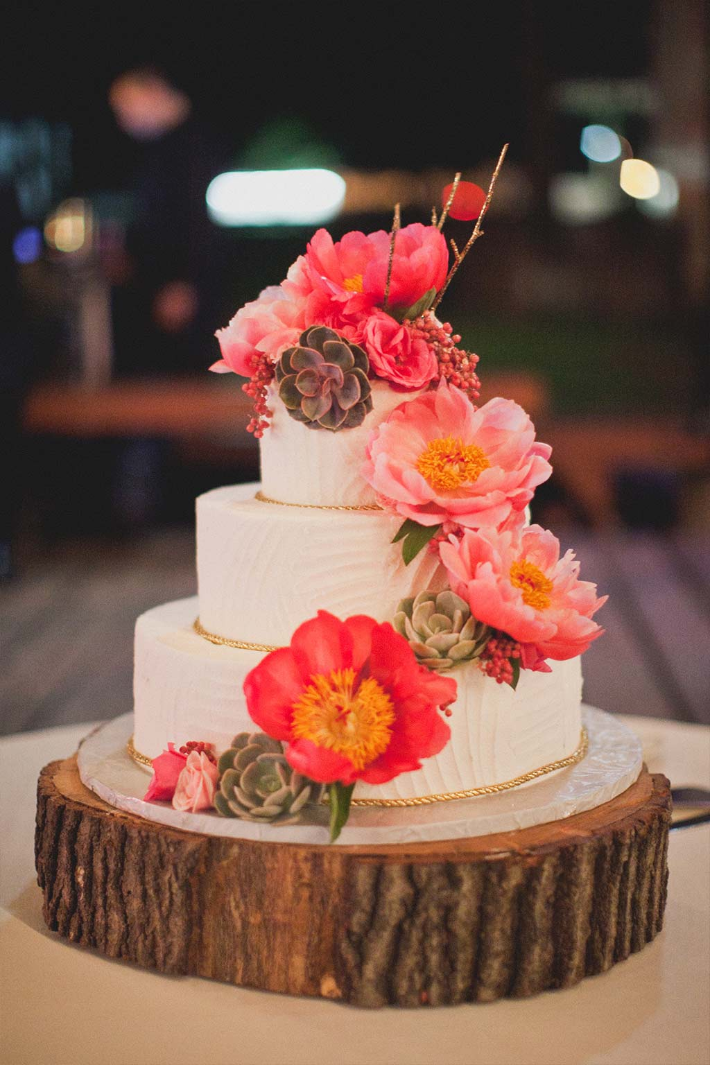 Dallas Affaires Wedding Cake on Tree Stump Stand