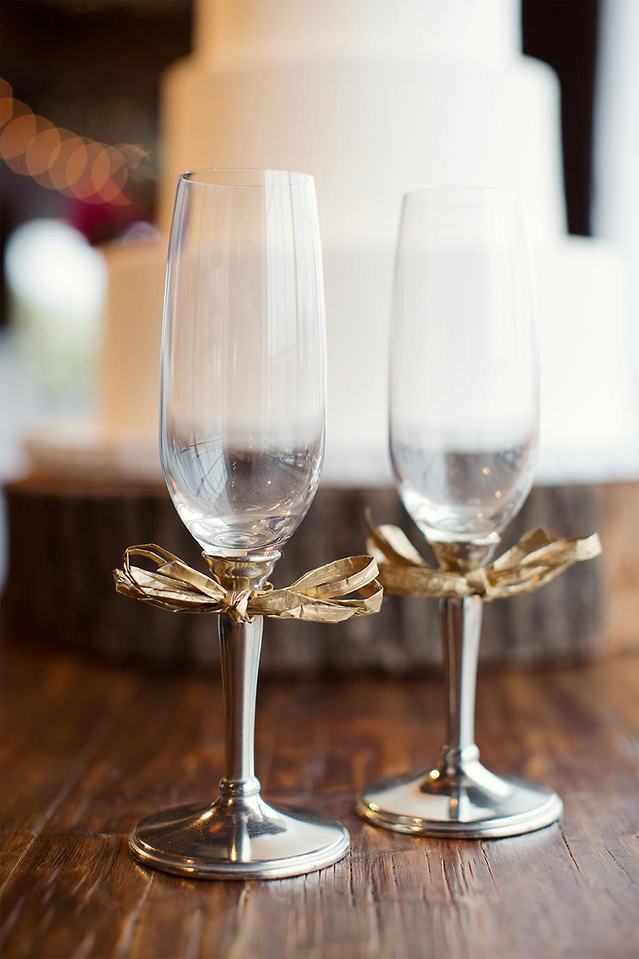 Champagne flutes with gold bows